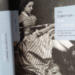 """Gadające głowy (Ivy Compton-Burnett, """"Dom i jego głowa"""")"""