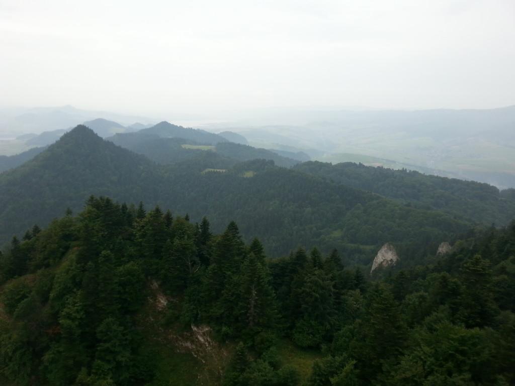 Widok z Trzech Koron w deszczu.