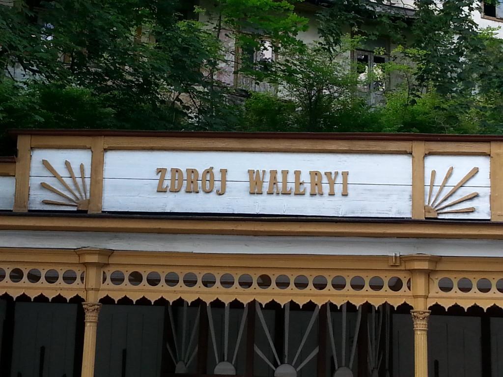 Zdrój Waleryi, nieco wybrakowany.
