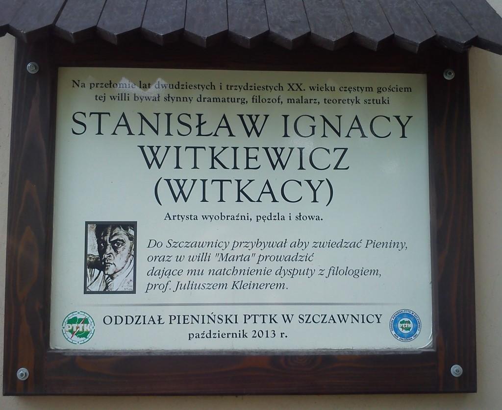 """Upamiętniająca Witkacego tablica na willi """"Marta""""."""