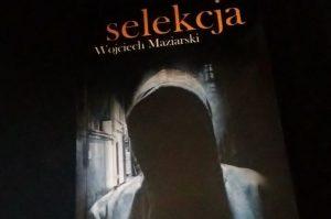 """Atrapy i dekoracje (Wojciech Maziarski, """"Selekcja"""")"""